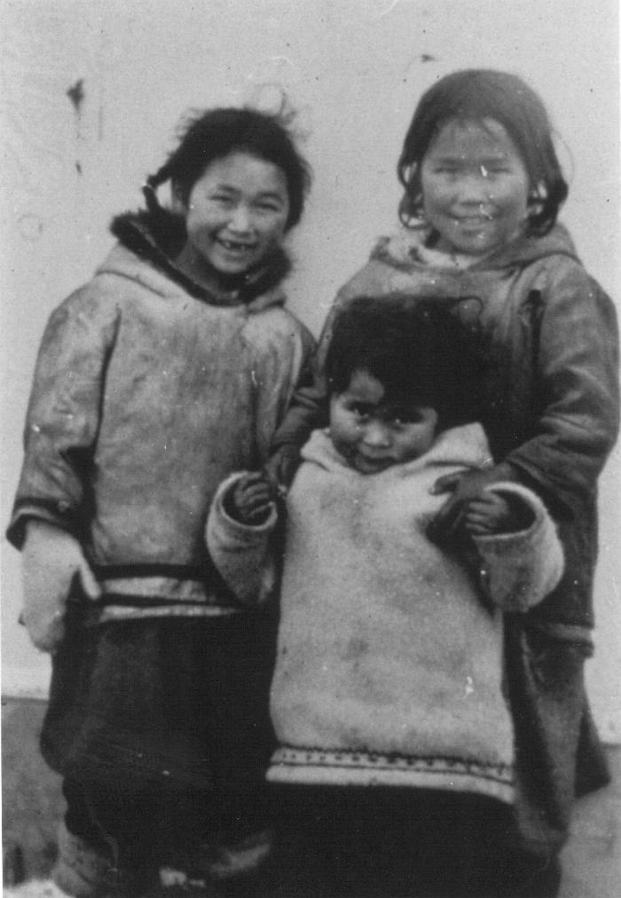 Three Panipakuttuk girls, 1944. Item number: HISG-40-10.