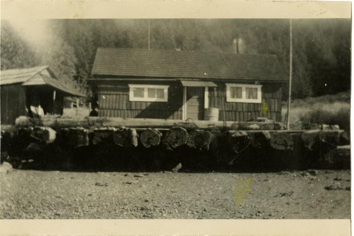 Florence and Fred Benson's floating house, Granite Bay. (VMM71.35)